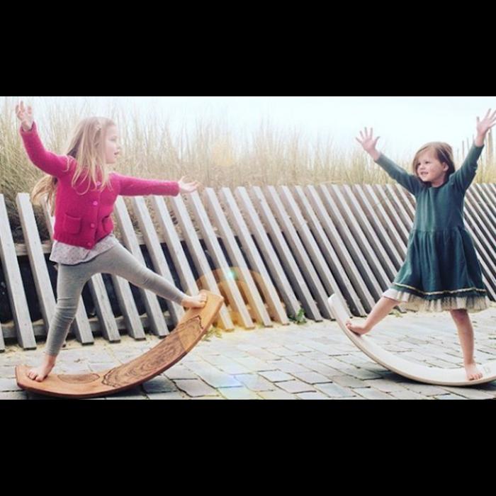 balance_board_gioco_legno_cavalcabile_bambini_equilibrio_design_wobbelbalance_board_gioco_legno_cavalcabile_bambini_equilibrio_design_wobbel_bambine